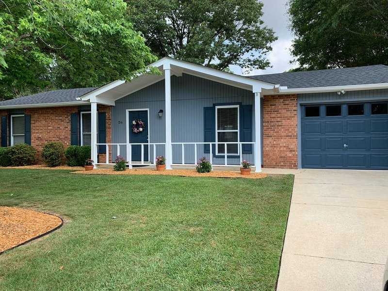 Peaceful Retreat --- perfect location!, holiday rental in Greer