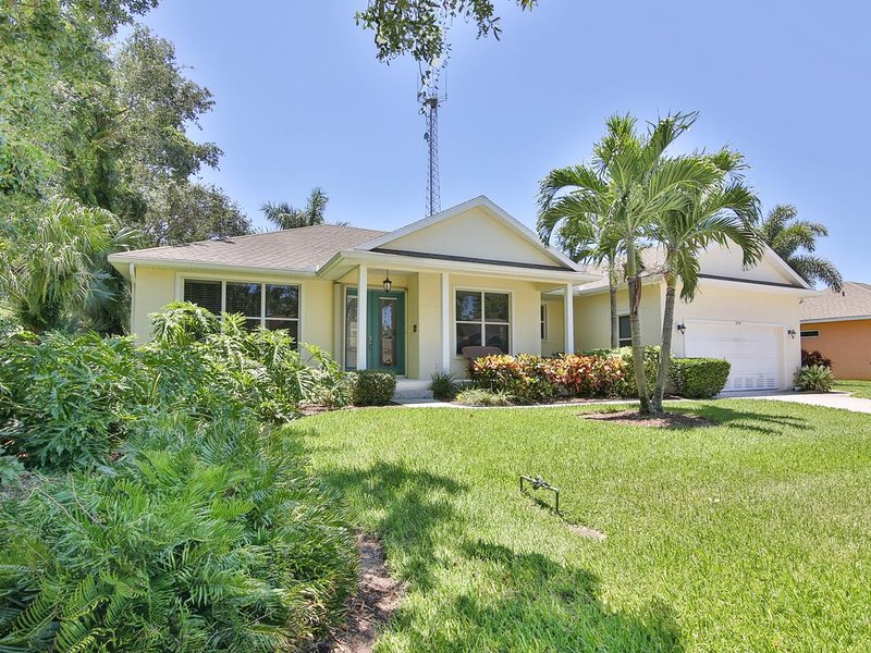 Paradise Cove - Beautiful Lakeview and Private Pool, holiday rental in Bradenton