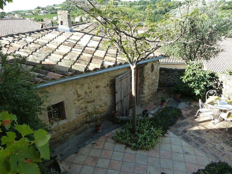 Charming Two Bedroom House Within A Delightful Lively Provencal Village, alquiler vacacional en Mirabel-aux-Baronnies