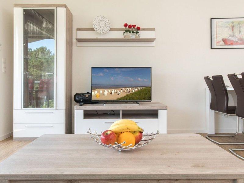 Sala de estar con TV de pantalla plana grande
