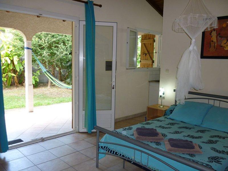 Gîtes Ti-Soleil, Studio 2 Personnes à 400m De La Plage, location de vacances à Sainte-Anne