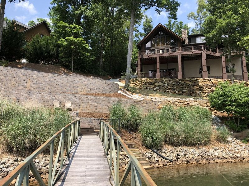 Luxurious Rustic Log Home with Great Water Views and Sunsets!, holiday rental in Six Mile