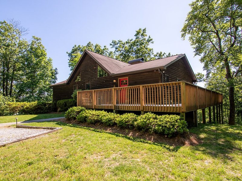Mountain Home with Lots of Privacy & Breath Taking Vistas, holiday rental in Pisgah Forest