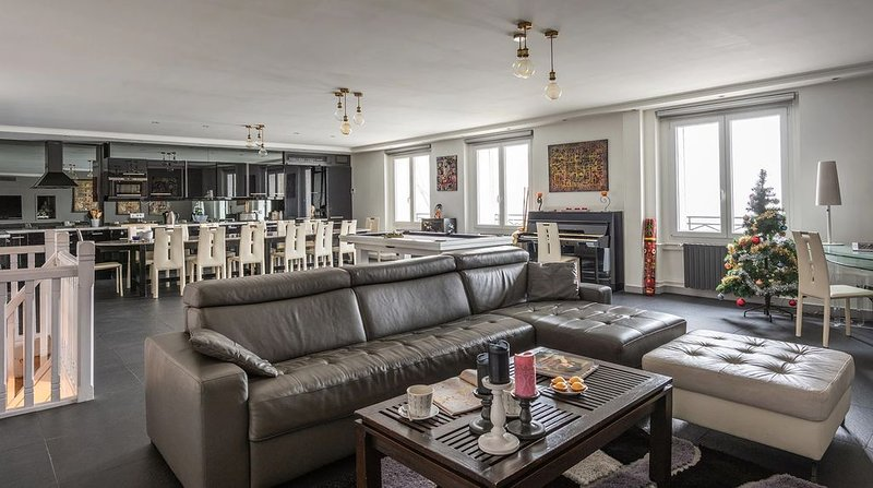 Luxury Duplex, best location, stunning view Seine & Paris monuments, Aircond., aluguéis de temporada em Paris