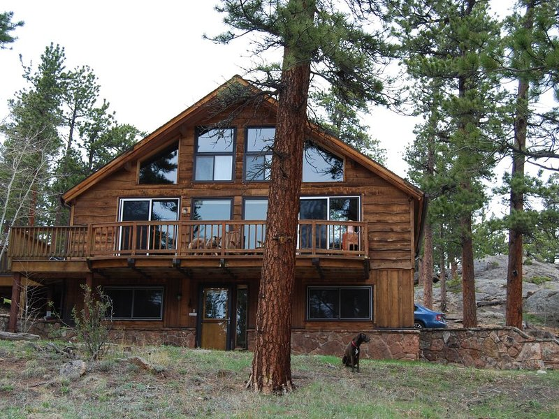 Ponderosa Cabin is just Minutes from Rocky Mountain National Park and Wild Basin, casa vacanza a Allenspark