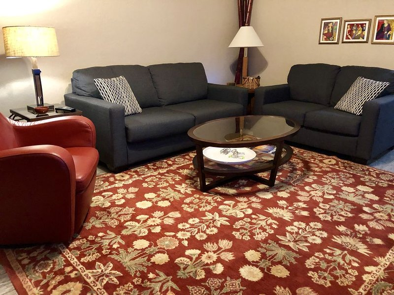 Comfortable Home in Low-Key Neighborhood, location de vacances à Cortaro