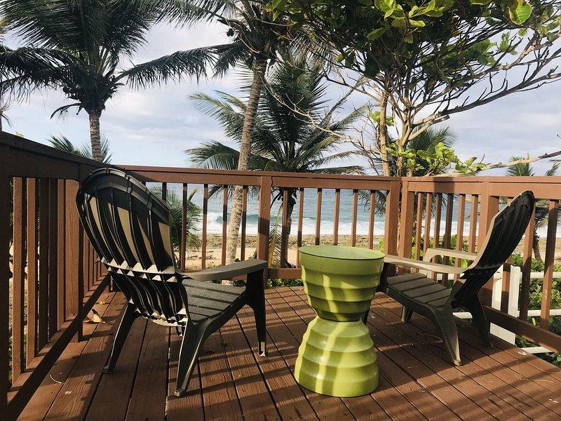 Terrasse privée avec vue sur la mer et accès à la plage