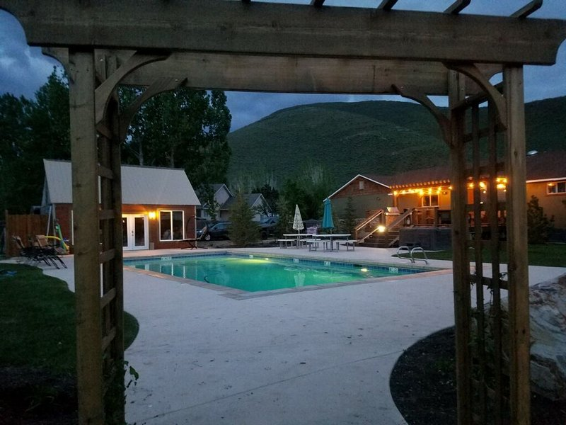 **Famous Man Cave** Private pool up and running-- can be warmed!!, holiday rental in Timber Lakes