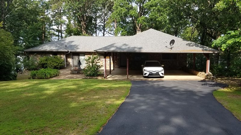 New Listing, Lakefront home on Greers Ferry Lake!, alquiler de vacaciones en Greers Ferry