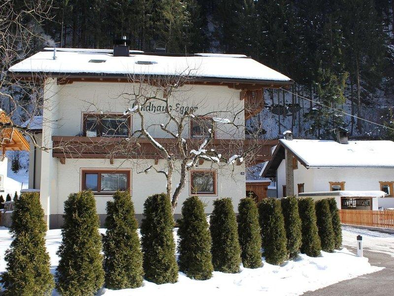 On the outskirts of Zell am Ziller, 2nd floor accommodation with balcony., aluguéis de temporada em Zell im Zillertal
