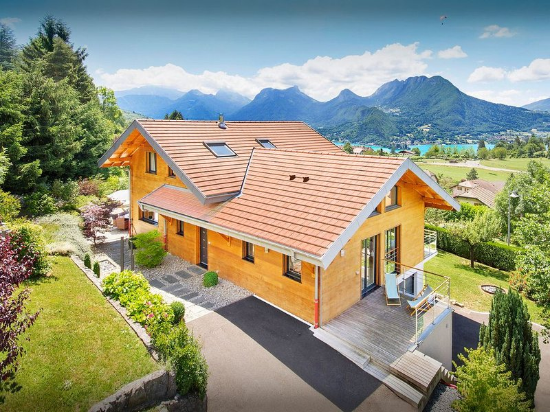 Luxueuse propriété. Lac et montagnes, piscine (mai-oct) - OVO Network, holiday rental in Echarvines