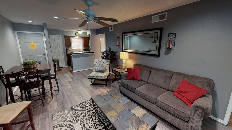 Lakefront Living at its BEST - 2 Br / 2 Bath Condo, holiday rental in Montgomery