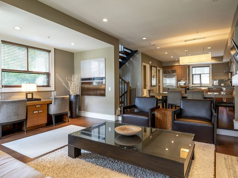 Fitzsimmons Walk Deluxe Townhome with Private Hot Tub, Walking Distance to Whist, alquiler de vacaciones en Pemberton