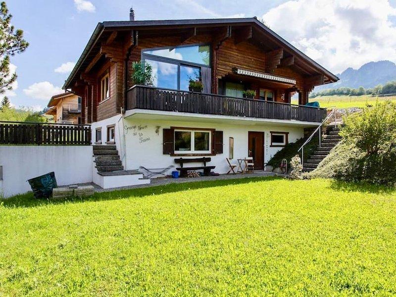 Chalet moderne, magnifique vue sur les préalpes fribourgeoises, vacation rental in La Gruyere