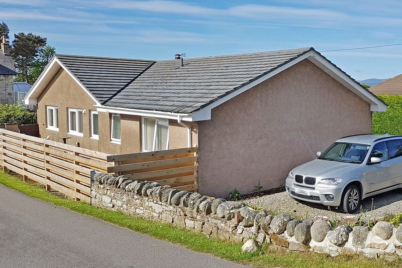 3 bedroom detached holiday home just beside Royal Dornoch Golf Club & Dornoch be, holiday rental in Cadboll