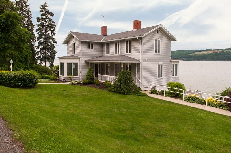 Dean Lake House:'Historic Seneca Lake Home', vacation rental in Burdett