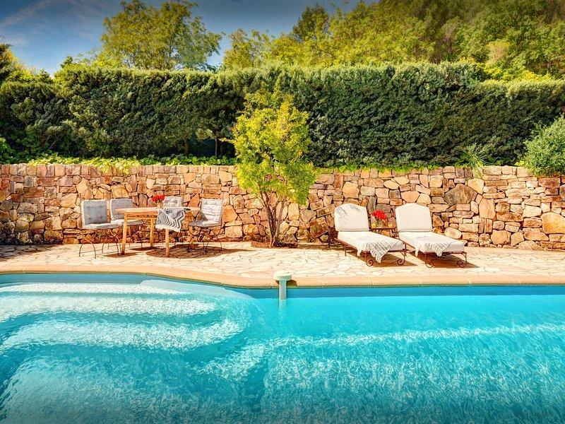 Profitez de la vie de village, vues superbes, piscine privée - OVO Network, location de vacances à Correns