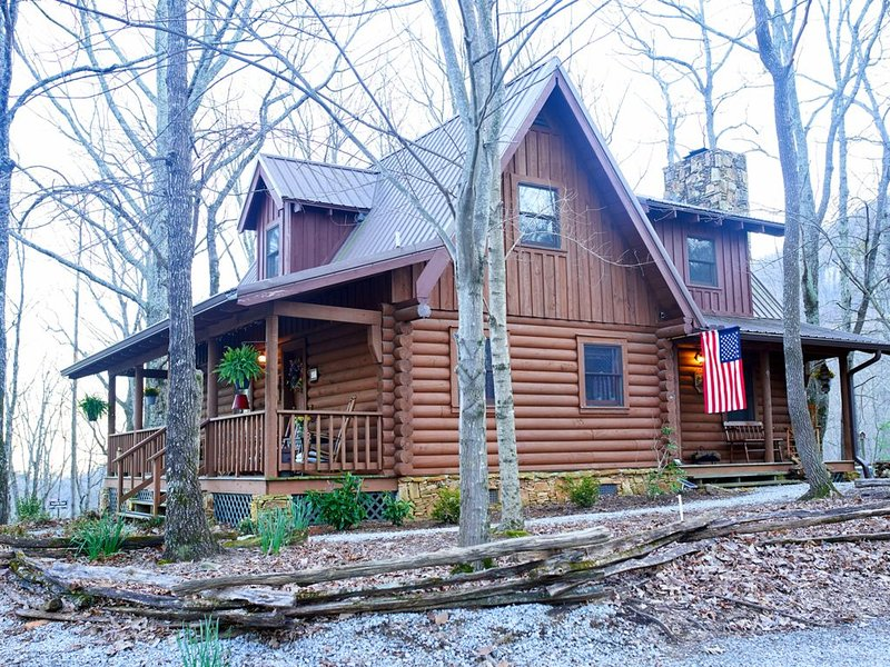 Sitting on 20 beautiful acres, totally secluded, Just 4 miles from Helen, GA!, holiday rental in Demorest