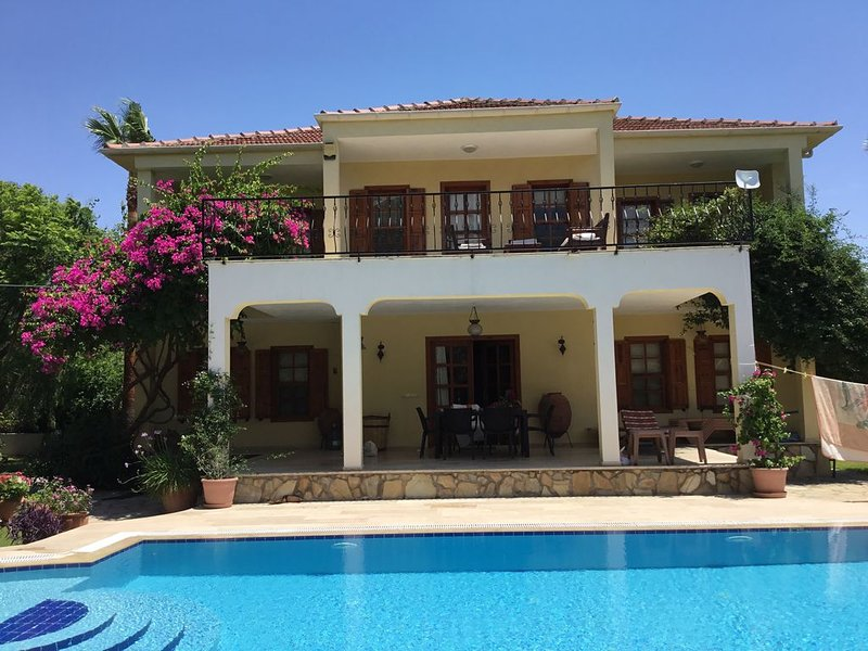 Magnificent Villa With Stunning Views and Private Pool, holiday rental in Dalyan