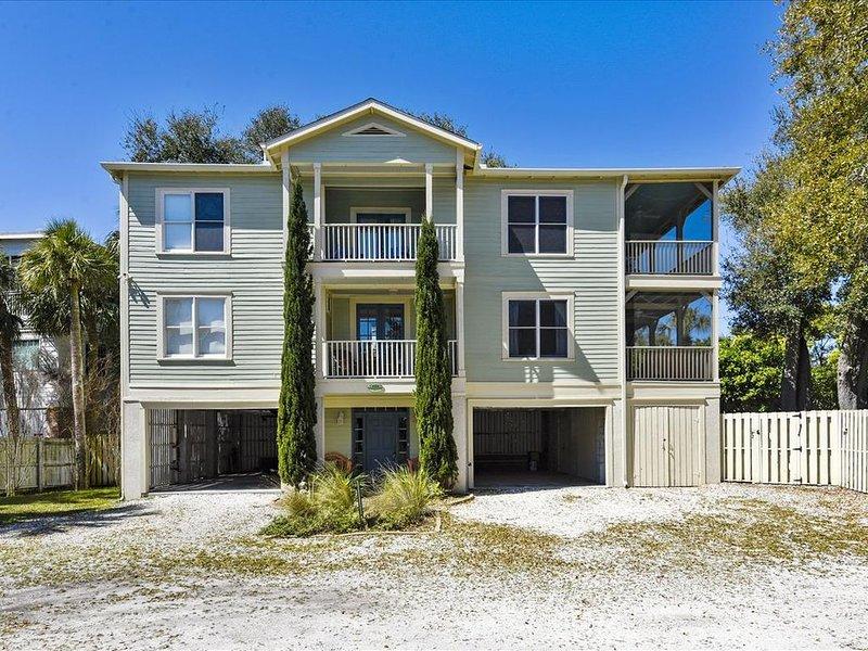 Whispering Palms! Pet-Friendly! Heated Pool!  Large home 1.5 blocks to beach!, alquiler de vacaciones en Isla de Tybee