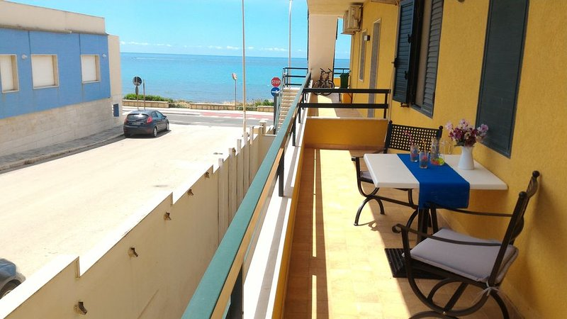 Confortevole appartamento vista mare, holiday rental in Marina di Ragusa