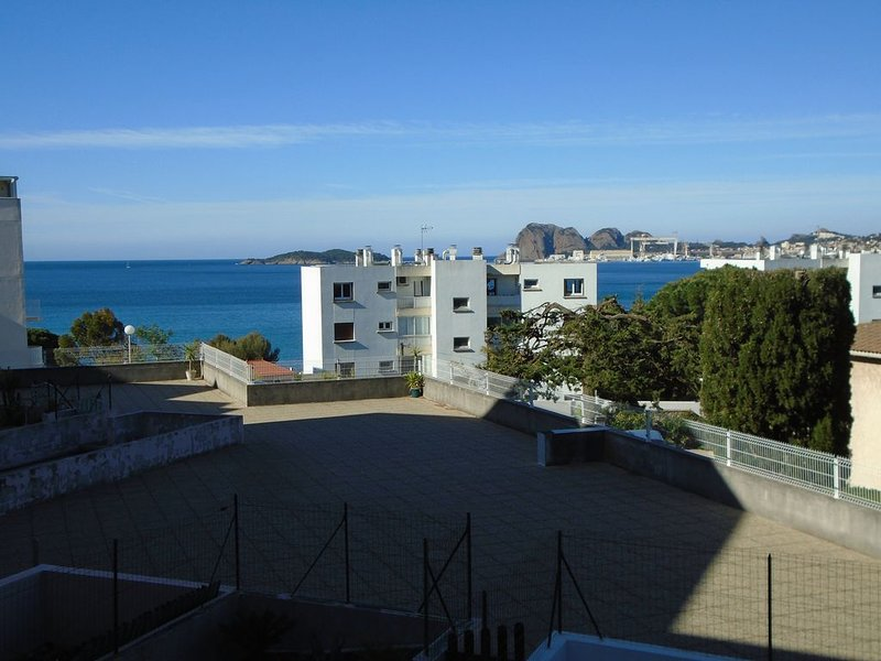 Flat with partial views of the Sea, vacation rental in La Ciotat