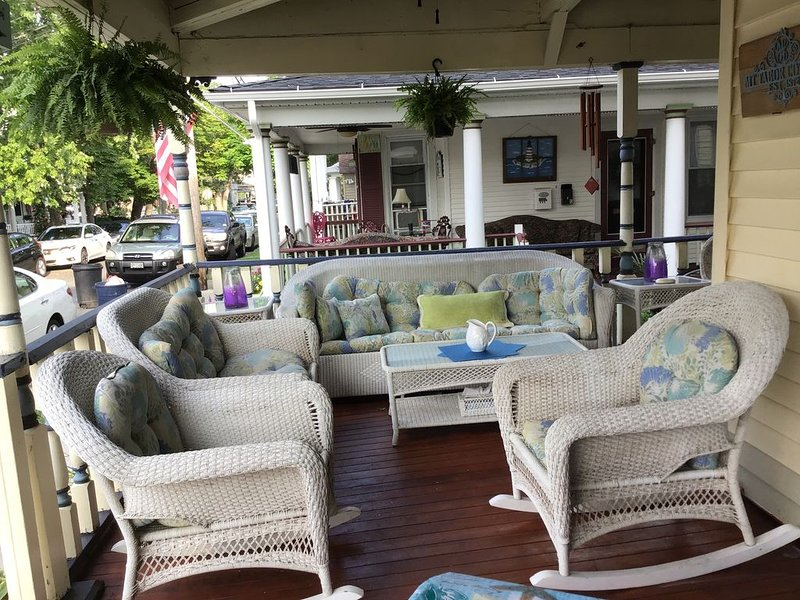 Ocean Grove: Beautiful Bright Apartment with large relaxing wrap around porch!, holiday rental in Neptune