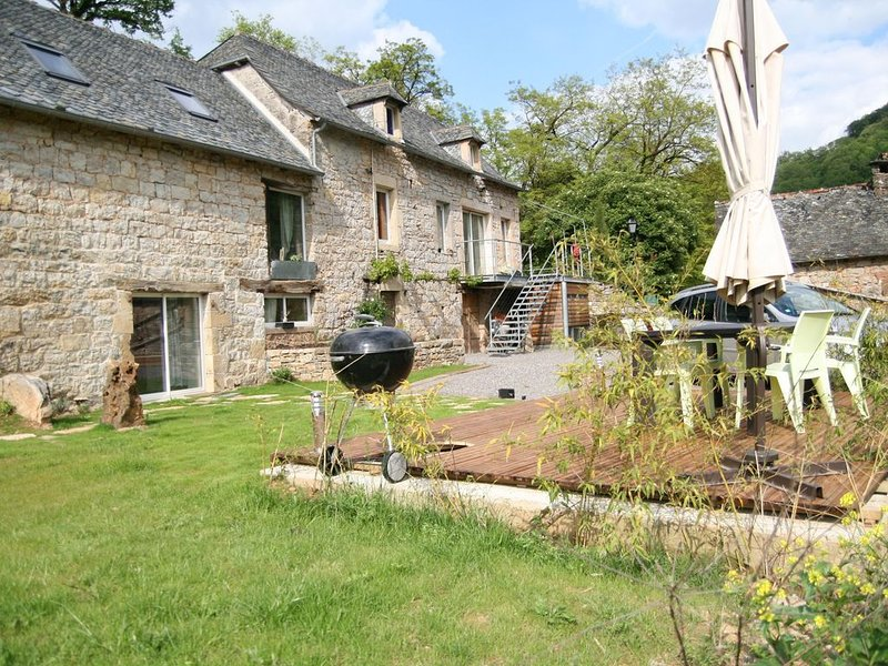 Gite with heated pool, vacation rental in Onet-le-Chateau