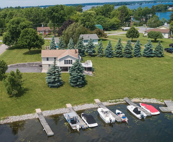 4 Bedroom Clayton Waterfront Home For Rent - Thousand Islands, vacation rental in Gananoque
