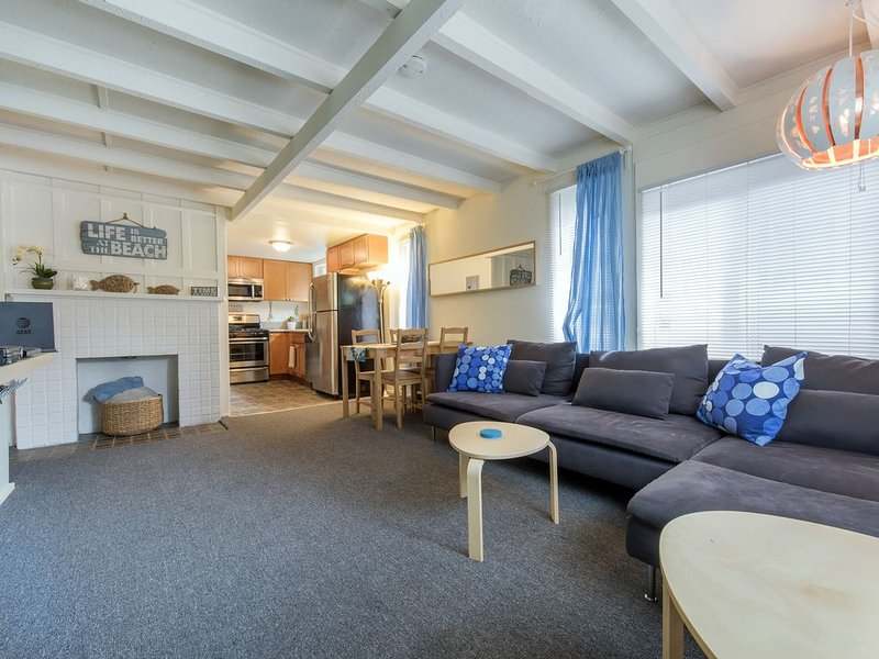 Surfer's Oasis - 2 bedroom - Private - Family Friendly!, holiday rental in San Diego
