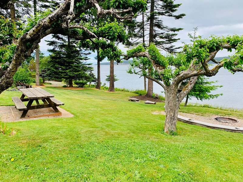 Waterfront Property close to Discovery bike trail, vacation rental in Sequim