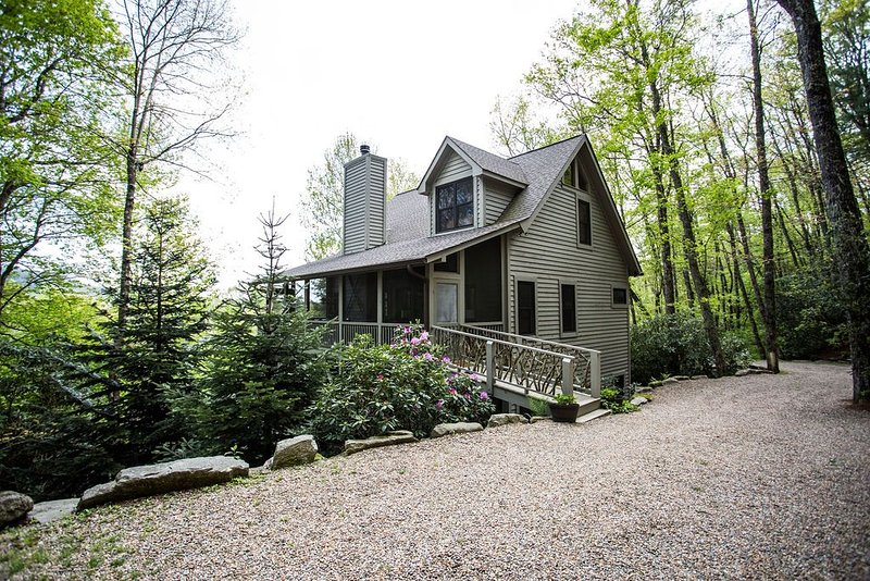 Custom Built Mountain Home on 4 Acres - 5 Miles from Old Edwards Inn, holiday rental in Highlands