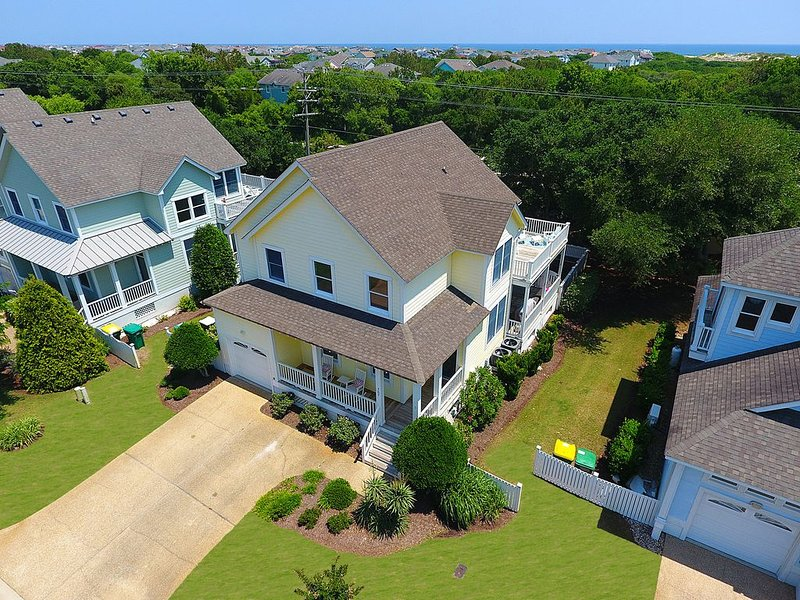 Coastal Cottage with Private Pool & Hot Tub, Linens Included  + Beds Made – semesterbostad i Corolla
