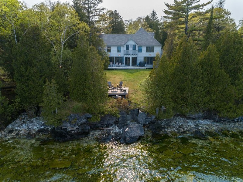 5* Lakefront home, Architect Designed, 4 bed, 3.5 bath, next to Cave Point Park, location de vacances à Door County