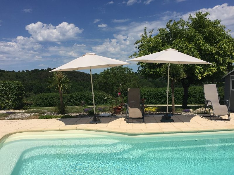 IDEAL FOR COUPLES - Gite with private pool and spectacular views, alquiler vacacional en Brantome en Perigord City