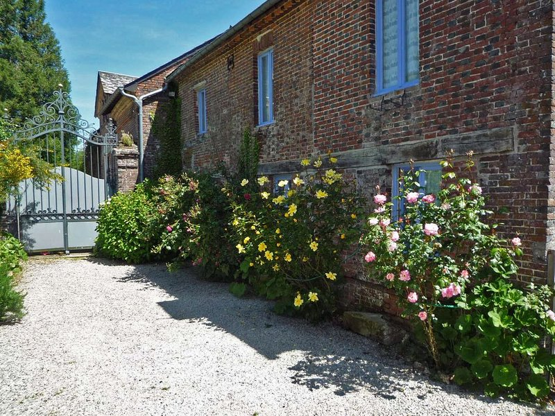 Beautifully converted detached Coach House in Normandy village, holiday rental in Saint-Evroult-Notre-Dame-du-Bois