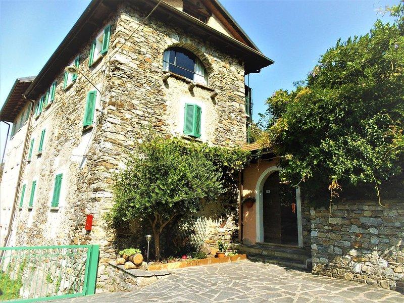 Casale in pietra del 1872 nella piu' totale tranquillita e pace., vacation rental in Quarona