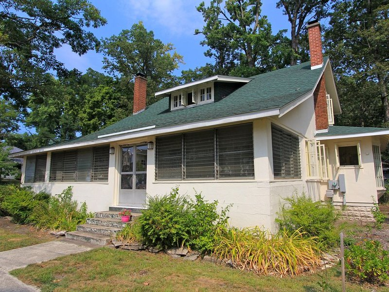 Grand Beach -  Escape Large Family Home, holiday rental in Michiana Shores