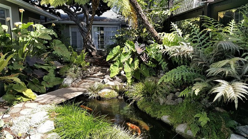SERENITY IN CDM: Private Cottage & Gardens on XL Lot, holiday rental in Newport Beach