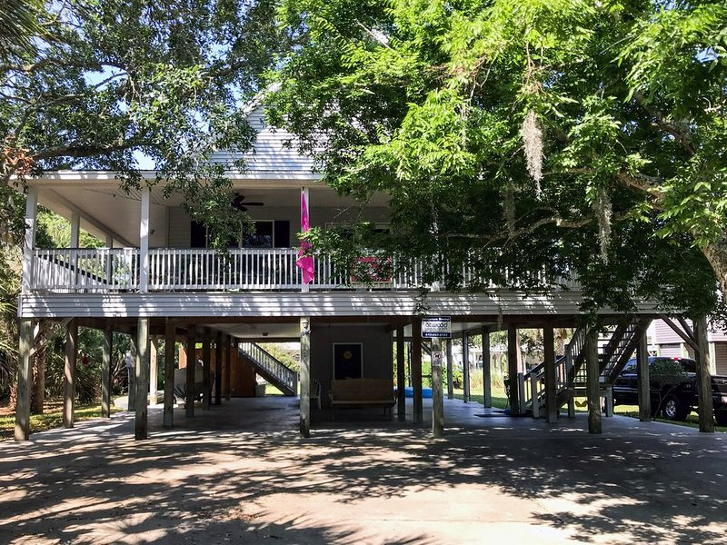 Just Trippin' - Tasteful Home Located Steps To the Ocean 4BR/2BA, vacation rental in Edisto Island