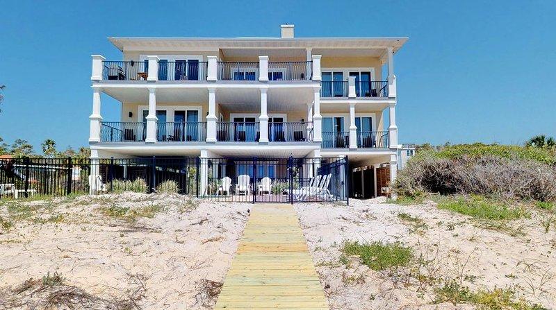FREE BEACH GEAR! Beachfront, Plantation, Pool, Elevator, Wi-Fi, 6BR/5.5BA 'Diamo, holiday rental in Apalachicola