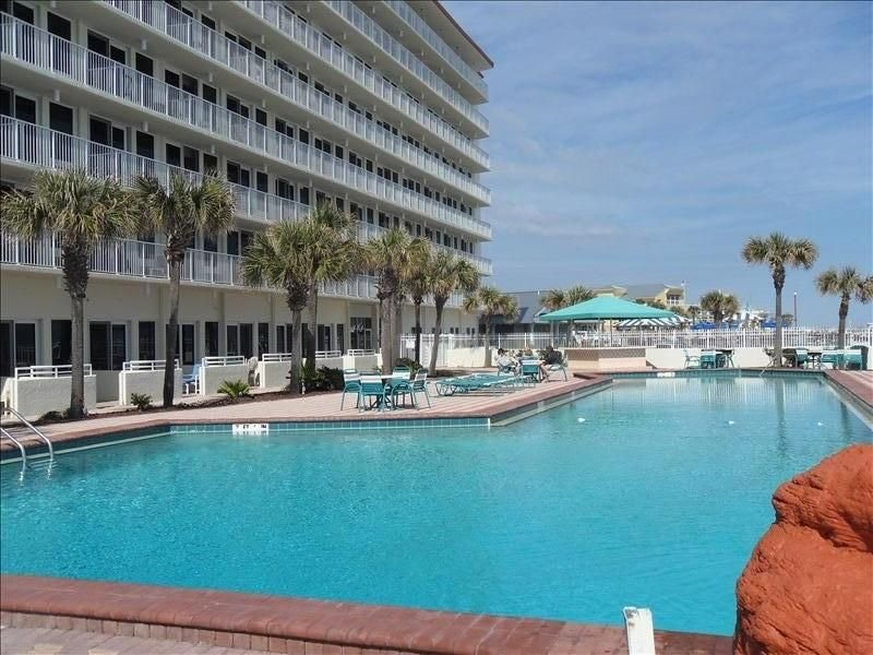 Jan's Comforts of HOME Direct Oceanfront, holiday rental in Daytona Beach