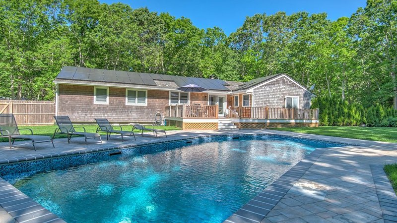 A Classic Hamptons Retreat in Water Mill w/ Private Pool, Laid-back Living..., Ferienwohnung in Southampton