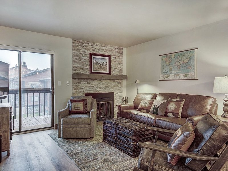 Lovely Ski Condo in Gorgeous Mountain Setting.  HDTV, Outdoor Hot Tubs, holiday rental in Frisco
