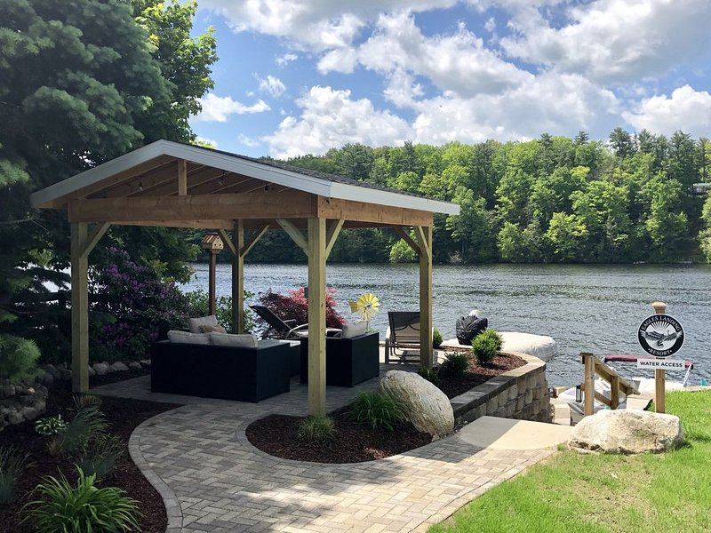 Spacious retreat on all-sports 'Croton Pond' (between Croton and Hardy Dams)., holiday rental in Big Rapids