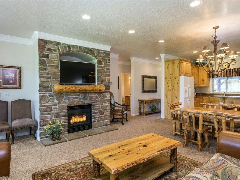 Lakeside Unit 15-Closest lodging to Snowbasin- discount lift tickets, Sleeps 10, location de vacances à Huntsville