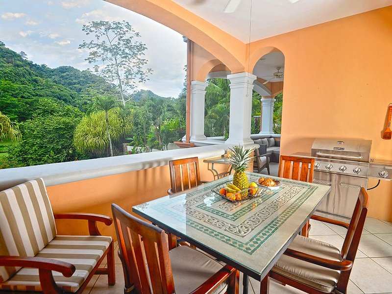 Luxury condo, Great for families, access to all amenities!, holiday rental in Herradura