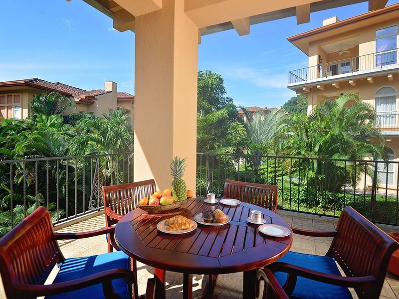 Luxurious Condo, Great Location, close to the Beach Club! Great for Families!, holiday rental in Herradura