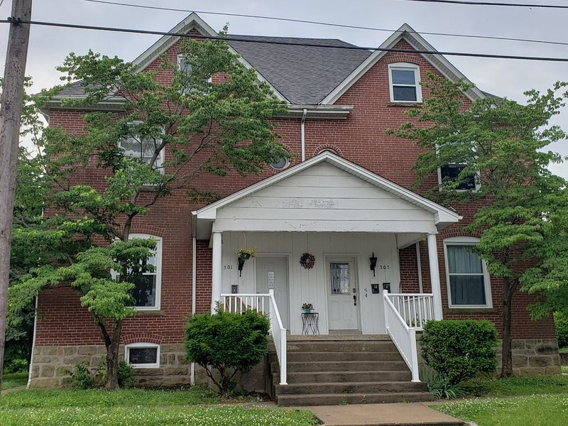 Historic Downtown Getaway, holiday rental in Cape Girardeau