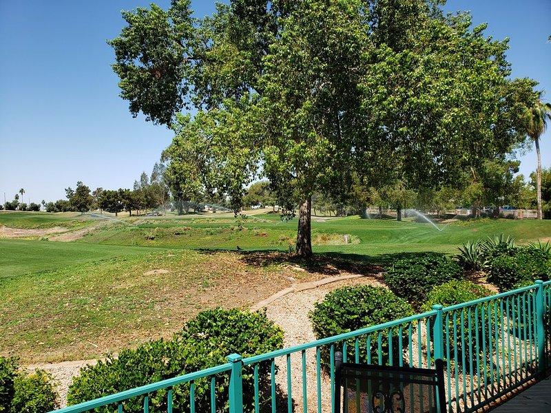March 23-31st & April Now Available - Superstition Lakes Condo on Golf Course!, alquiler de vacaciones en Mesa
